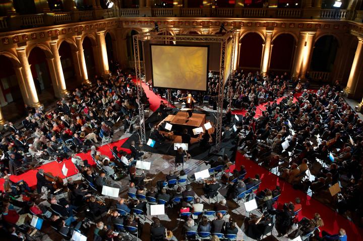 Le Brussels Philharmonic joue Terretektorh Philippe Stirnweiss