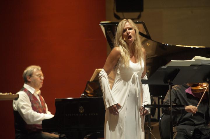 Susanne Elmark et Hermann Kretzschmar de l'Ensemble Modern Philippe Stirnweiss