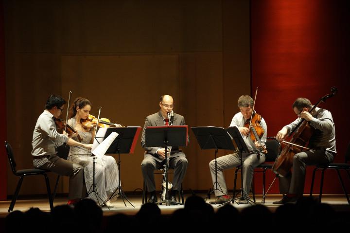 Le Quatuor Diotima entoure Alain Billard Philippe Stirnweiss