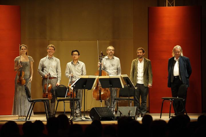 Le Quatuor Diotima et Philippe Manoury à droite Philippe Stirnweiss