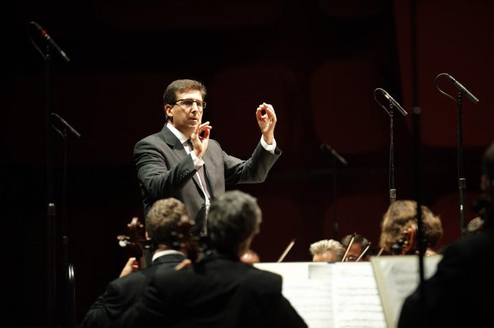 Pascal Rophé dirige l'Orchestre philharmonique de Strasbourg Philippe Stirnweiss