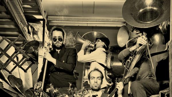 L'orchestre d'hommes-orchestres Joue à Tom Waits